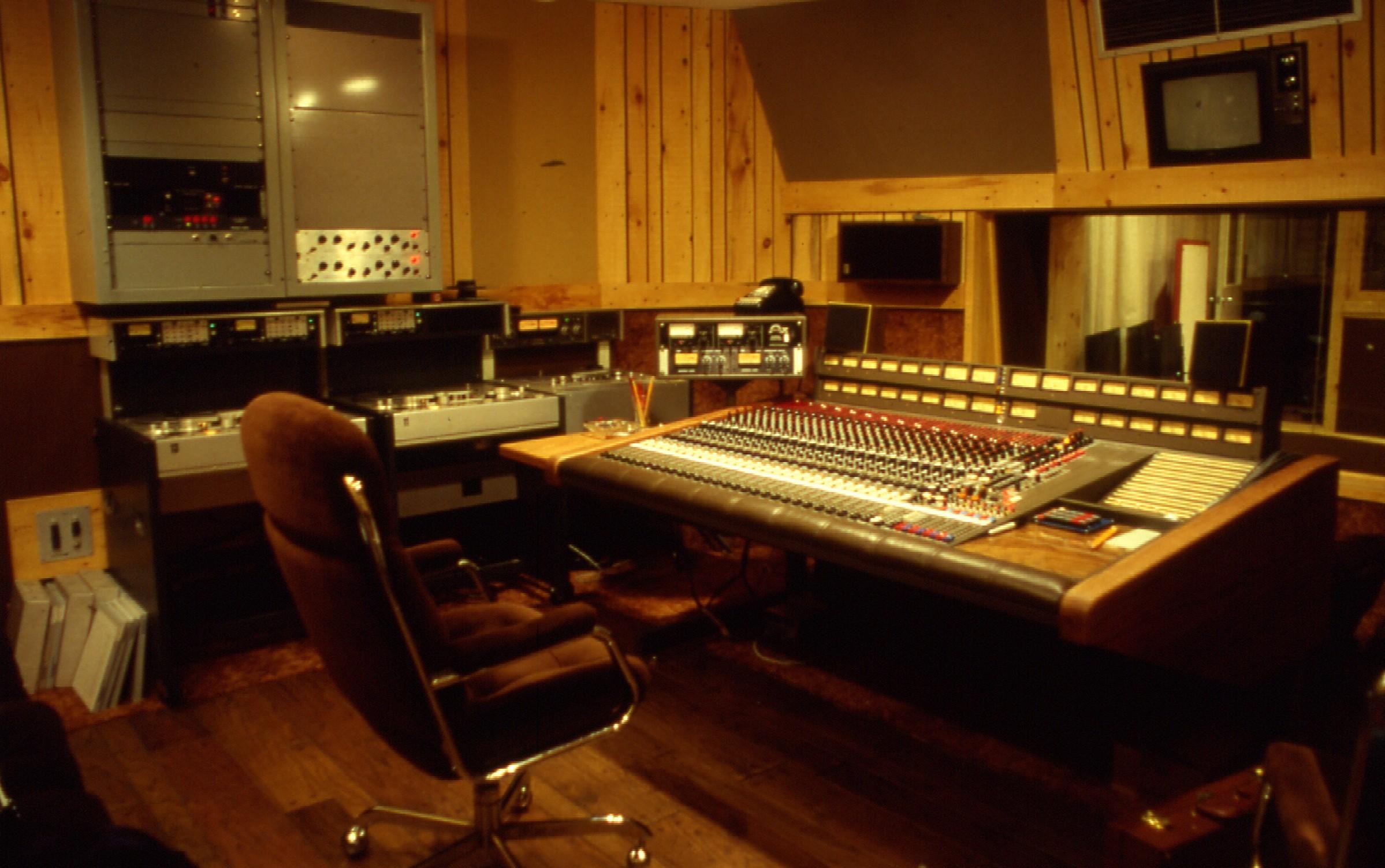 File:Manta Sound Studi...