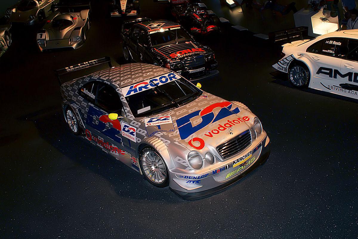 Mercedes-Benz 2001 CLK DTM Bernd Schneider RSideFront MBMuse 9June2013 (14983213532).jpg