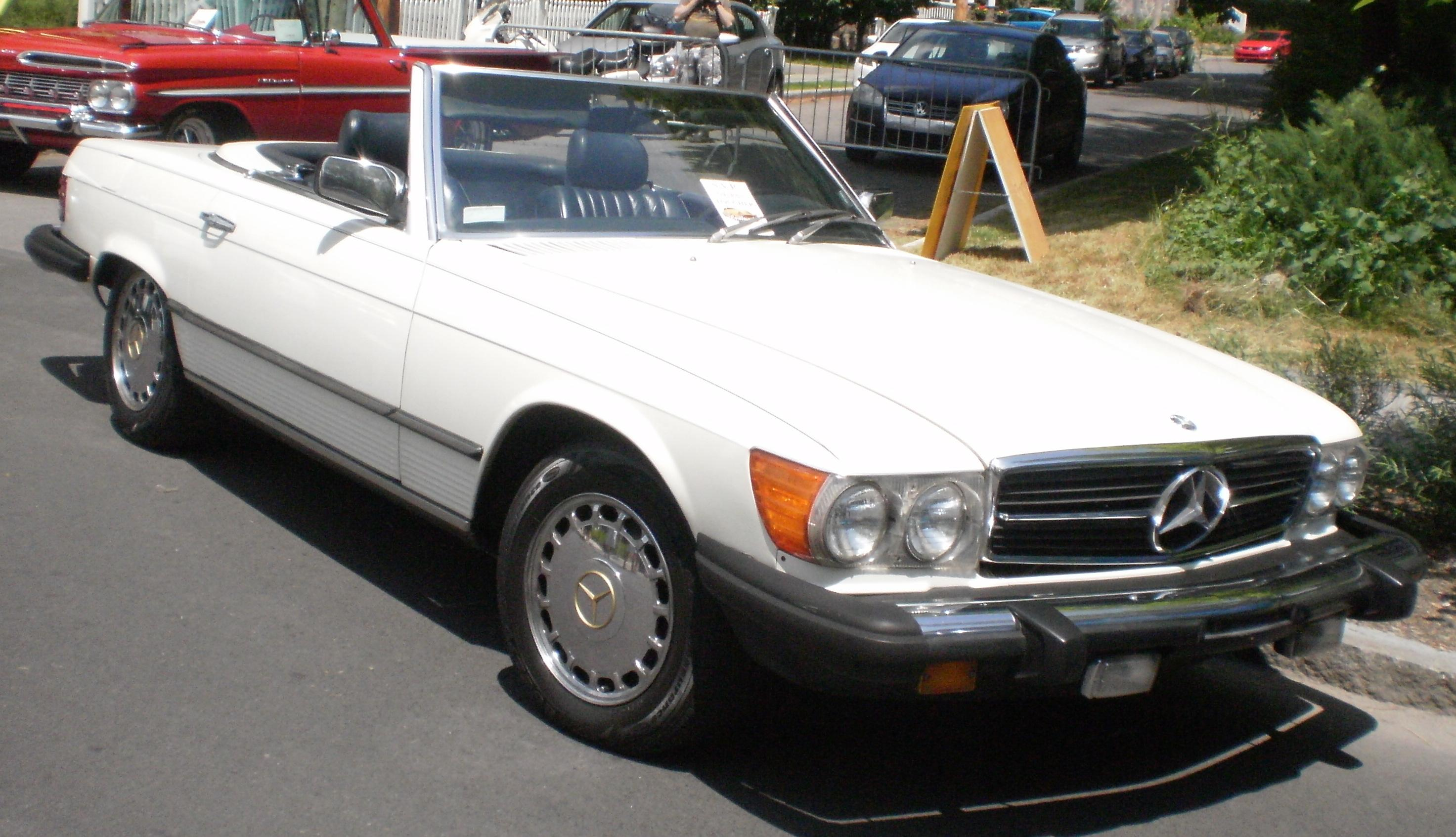 Mercedes-Benz_SL-Class_R107_(Cruisin'_At