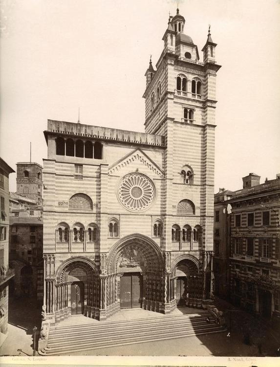 Photo de la Cathédrale San Lorenzo à Gênes avant la transformation de la façade au dessus des vitraux.