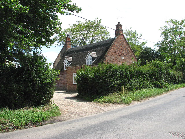 Old World Cottages - geograph.org.uk - 855218