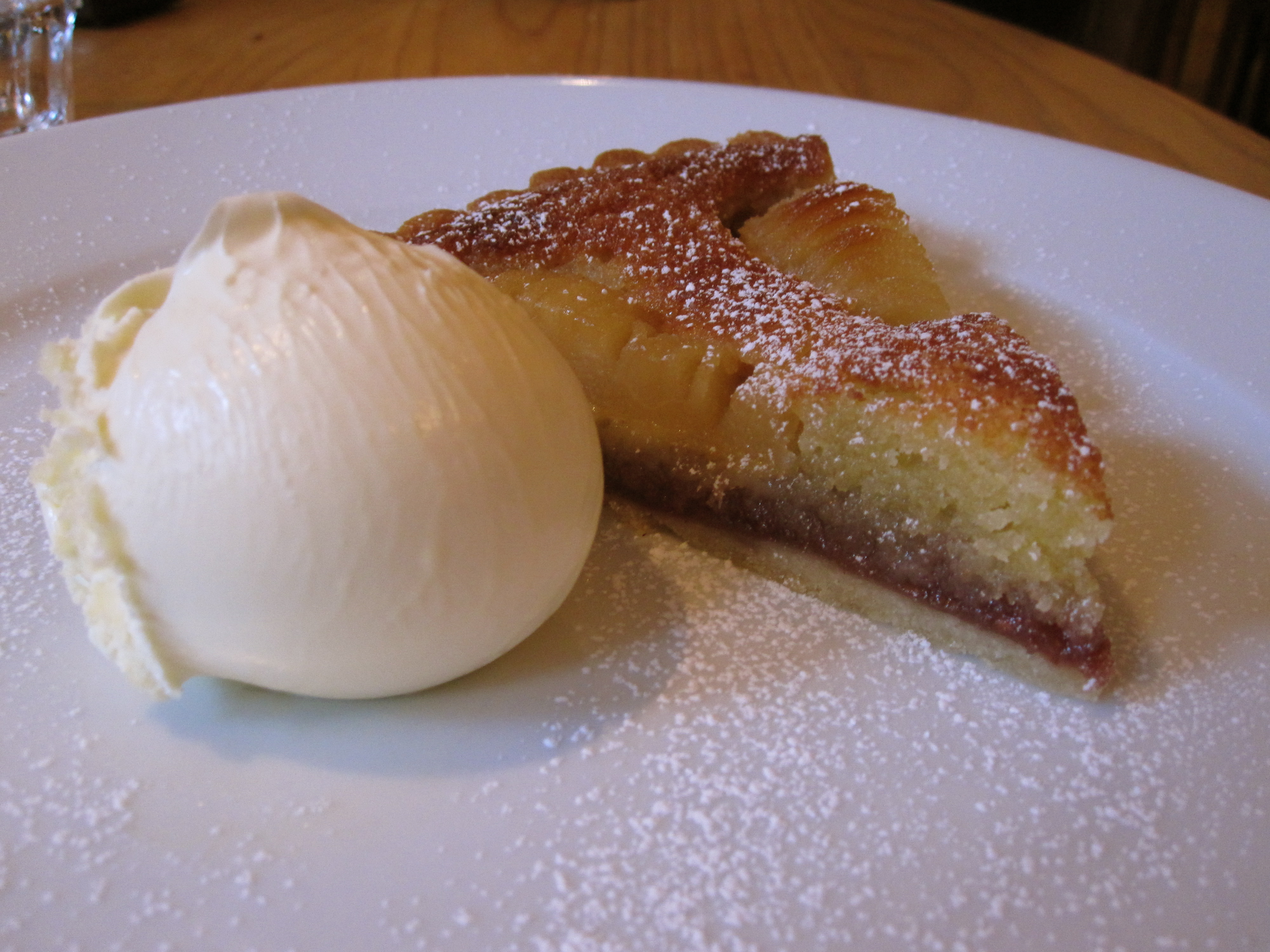 File:pear and almond tart at st. petrocs hotel.jpg wikimedia commons