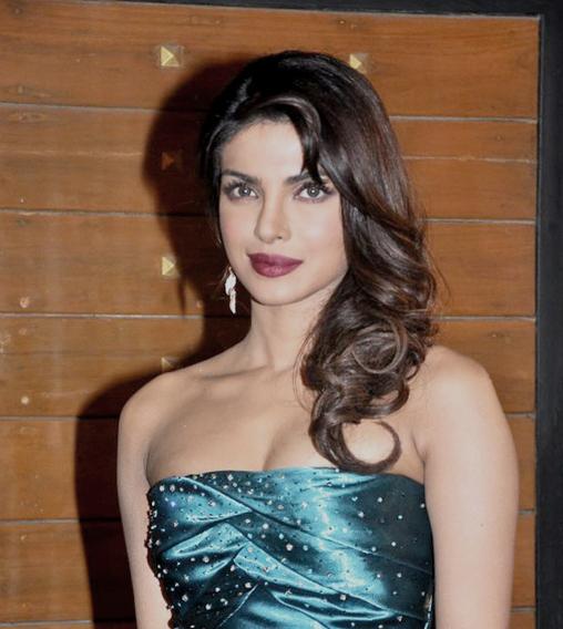File:Priyanka Chopra at Filmfare Awards 2013.jpg ...