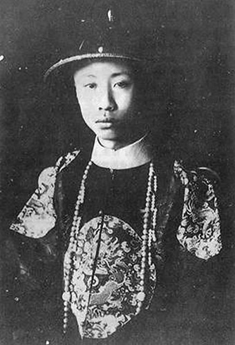 photography showing the last Qing dynasty emperor Puyi in his youth