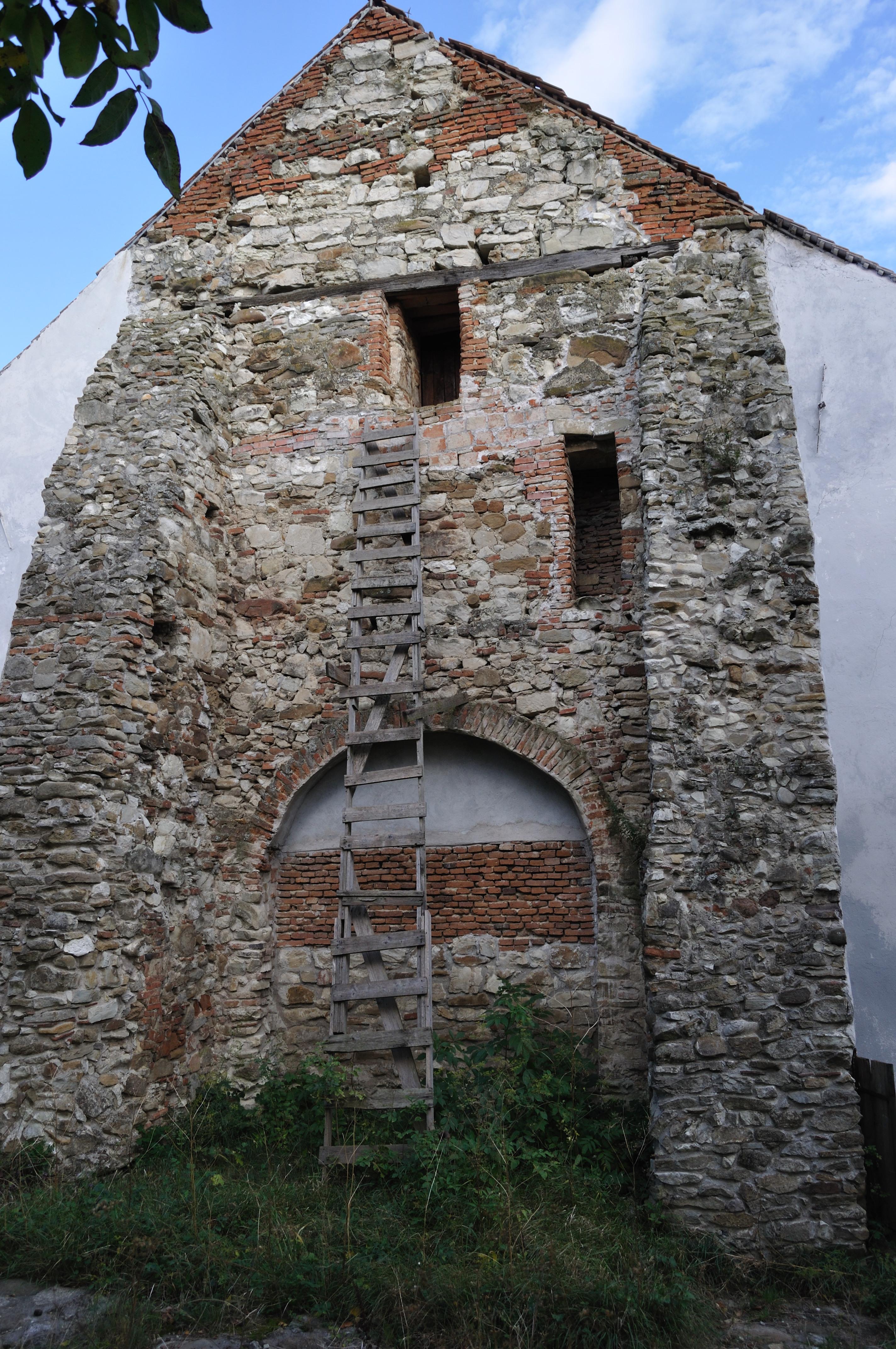 Biserica fortificată din Cenade