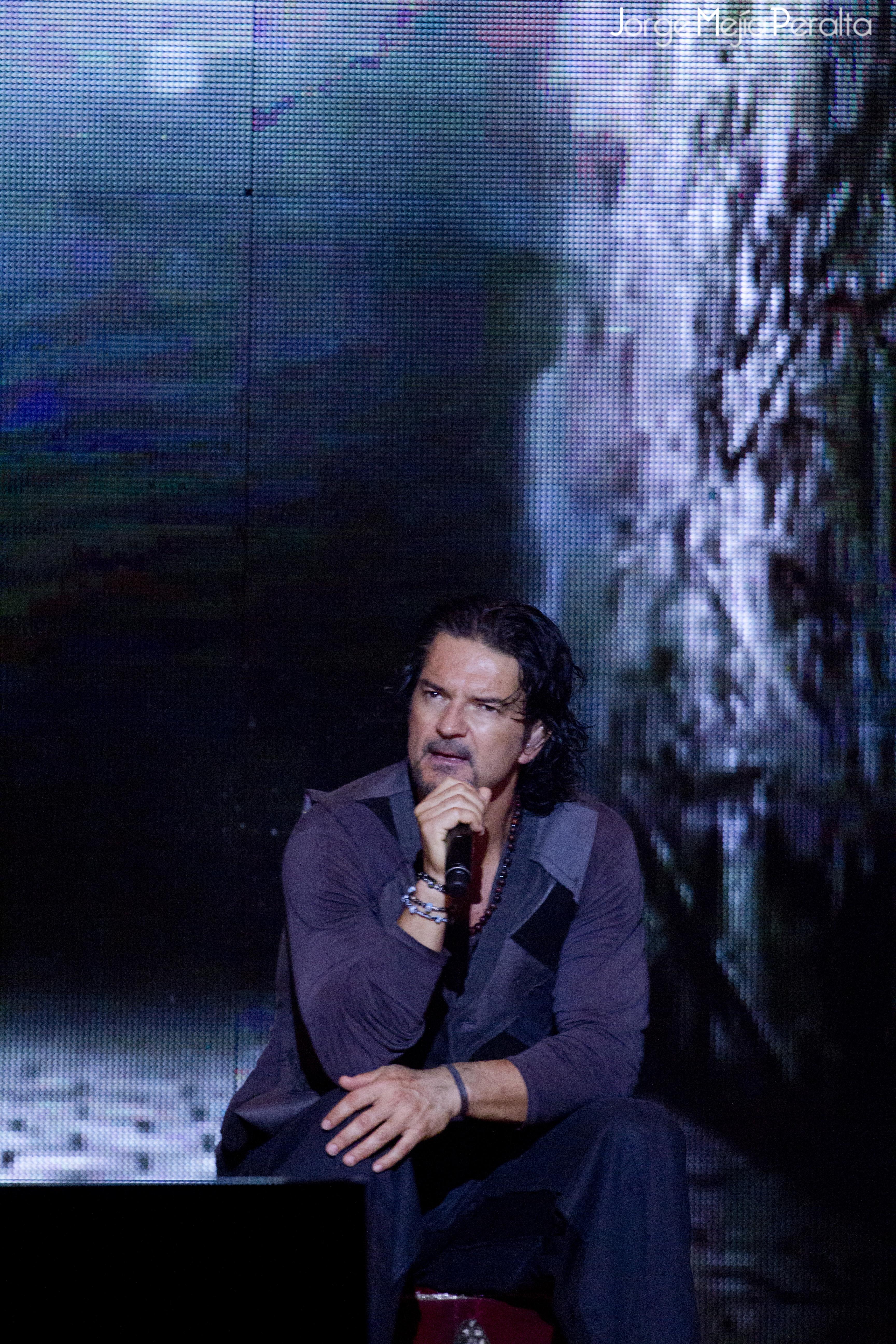 Ricardo Arjona durante el Metamorfosis World Tour.