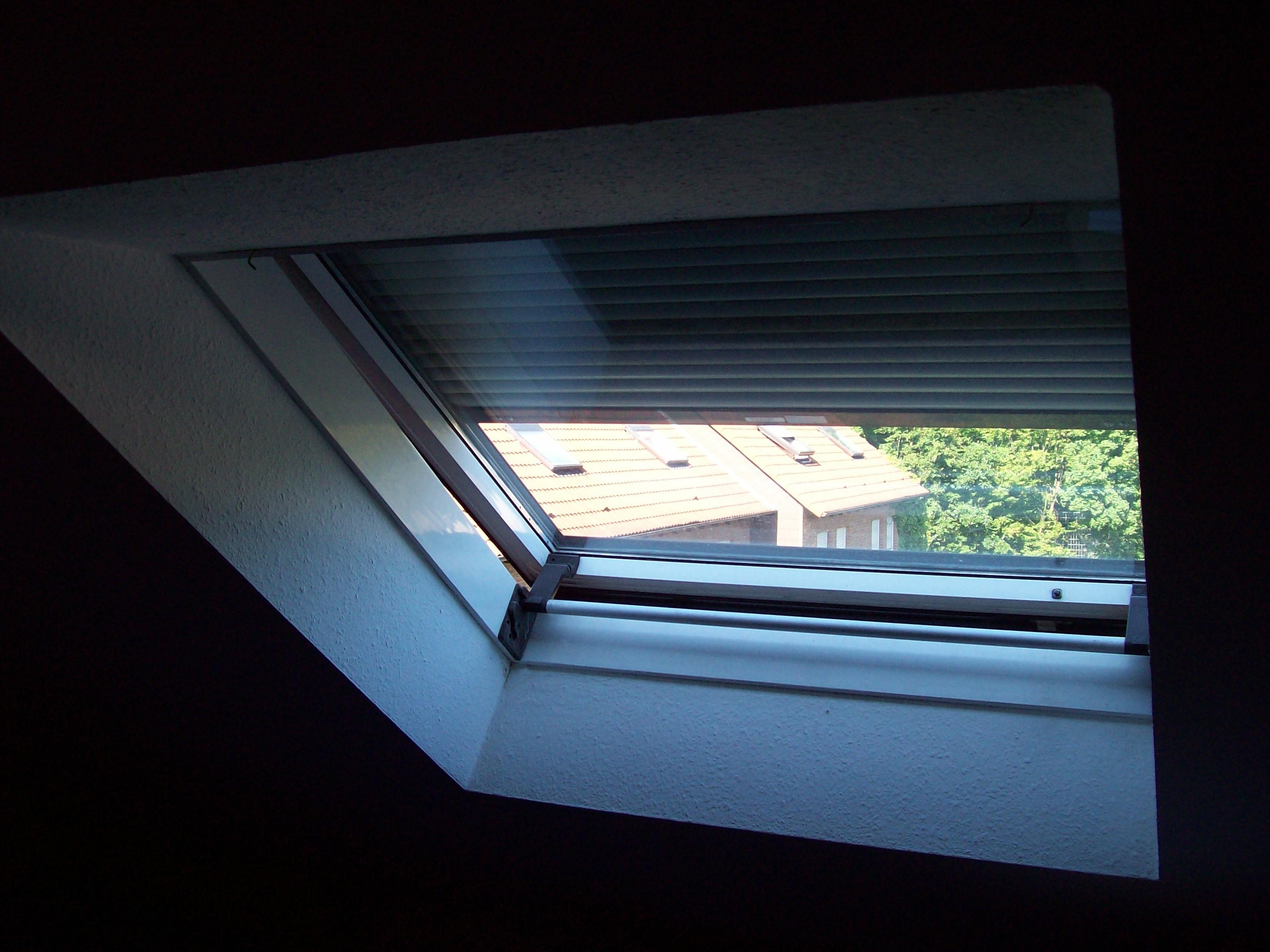 rolladen dachfenster beautiful velux ssl sk s with rolladen dachfenster free das zeichnet aus. Black Bedroom Furniture Sets. Home Design Ideas