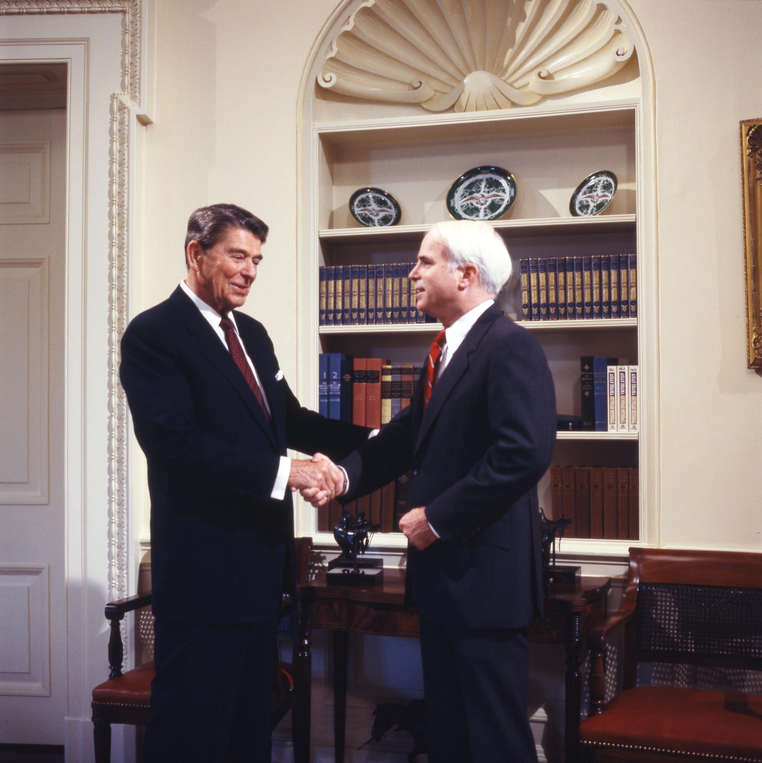 Carol Mccain: File:Ronald Reagan With John McCain.jpg