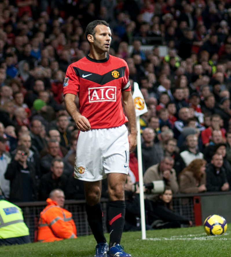 Ryan Giggs vs Everton-5 cropped.jpg