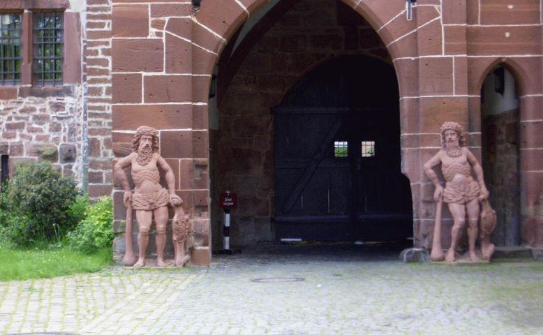 Schloss Buedingen innen Figuren.jpg