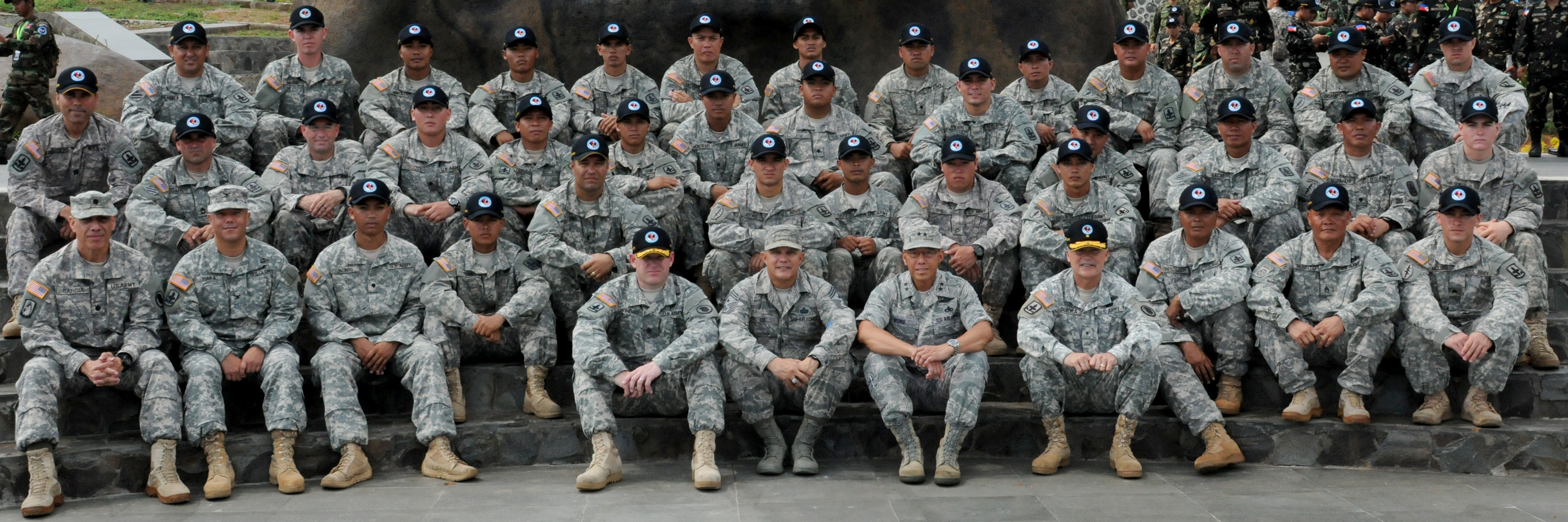 File:Senior members of the Hawaii Army National Guard pose for a ...
