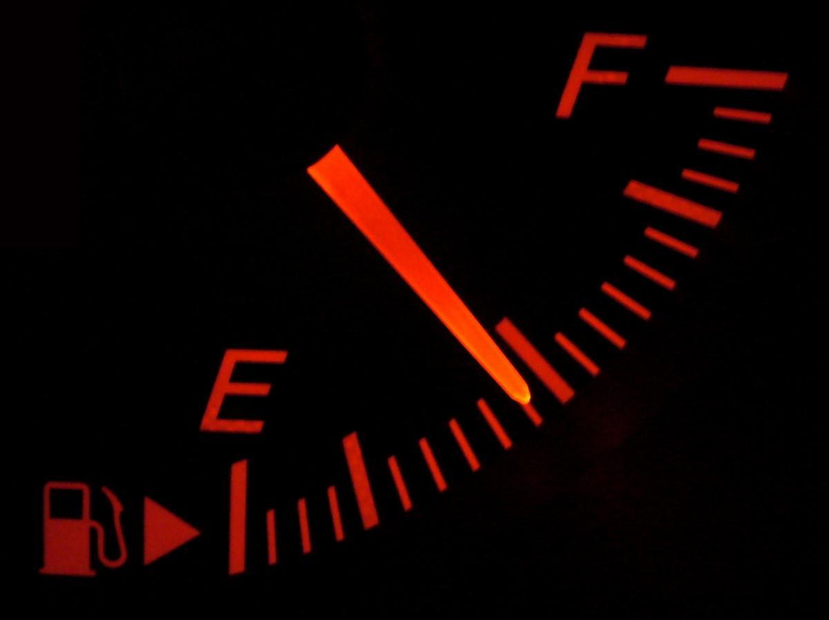 Kraftstoffanzeige – Wikipedia