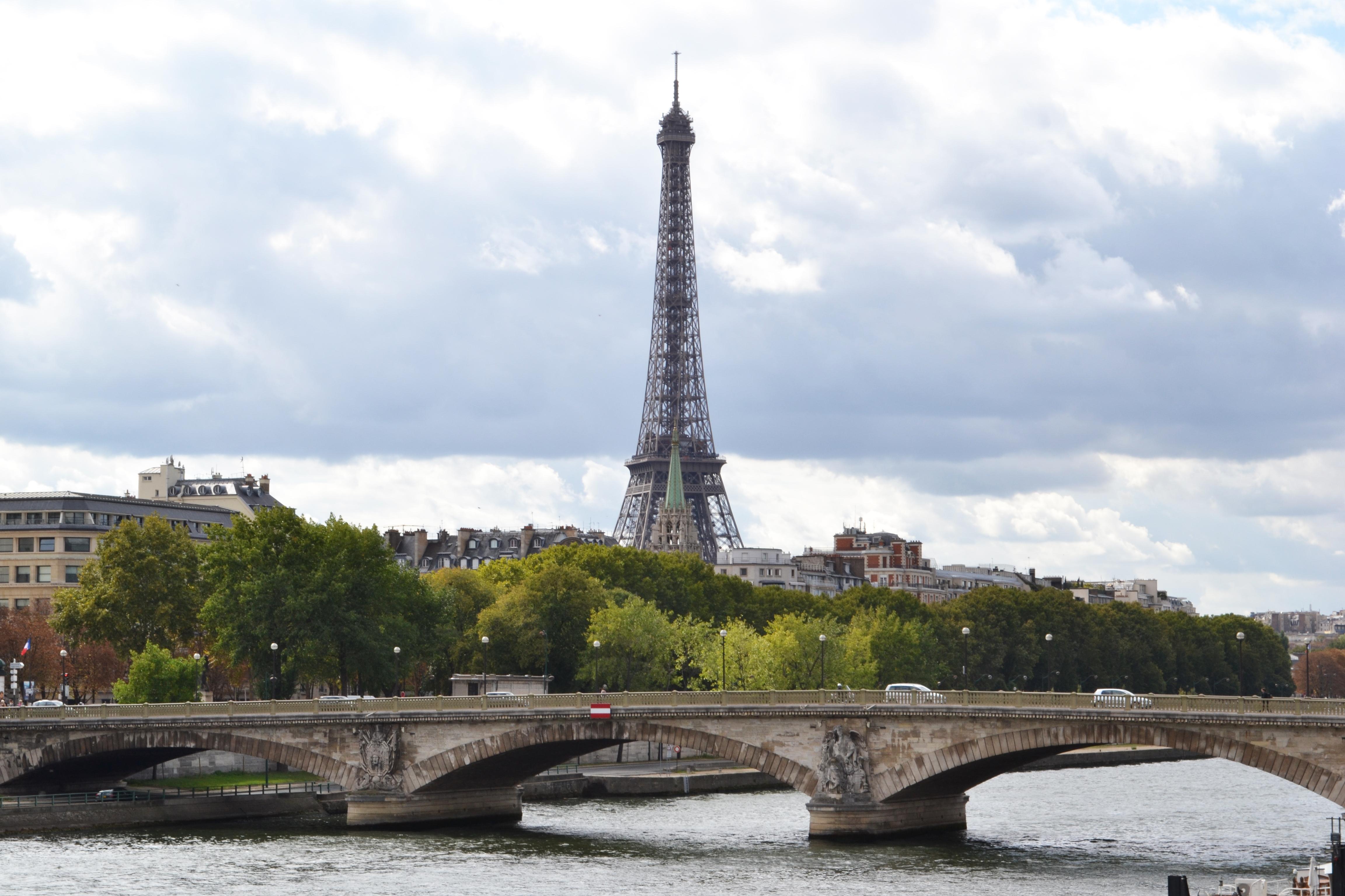 File:The Eiffel Tower seen from the Alexandre III bridge ...