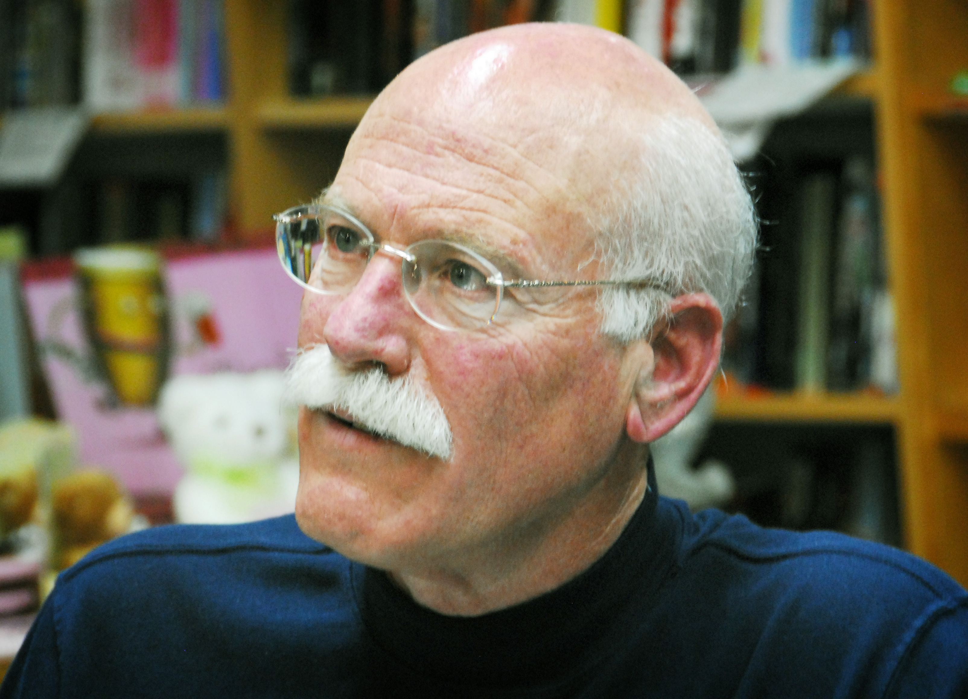 a comparison of powder by tobias wolff and shaving by leslie norris