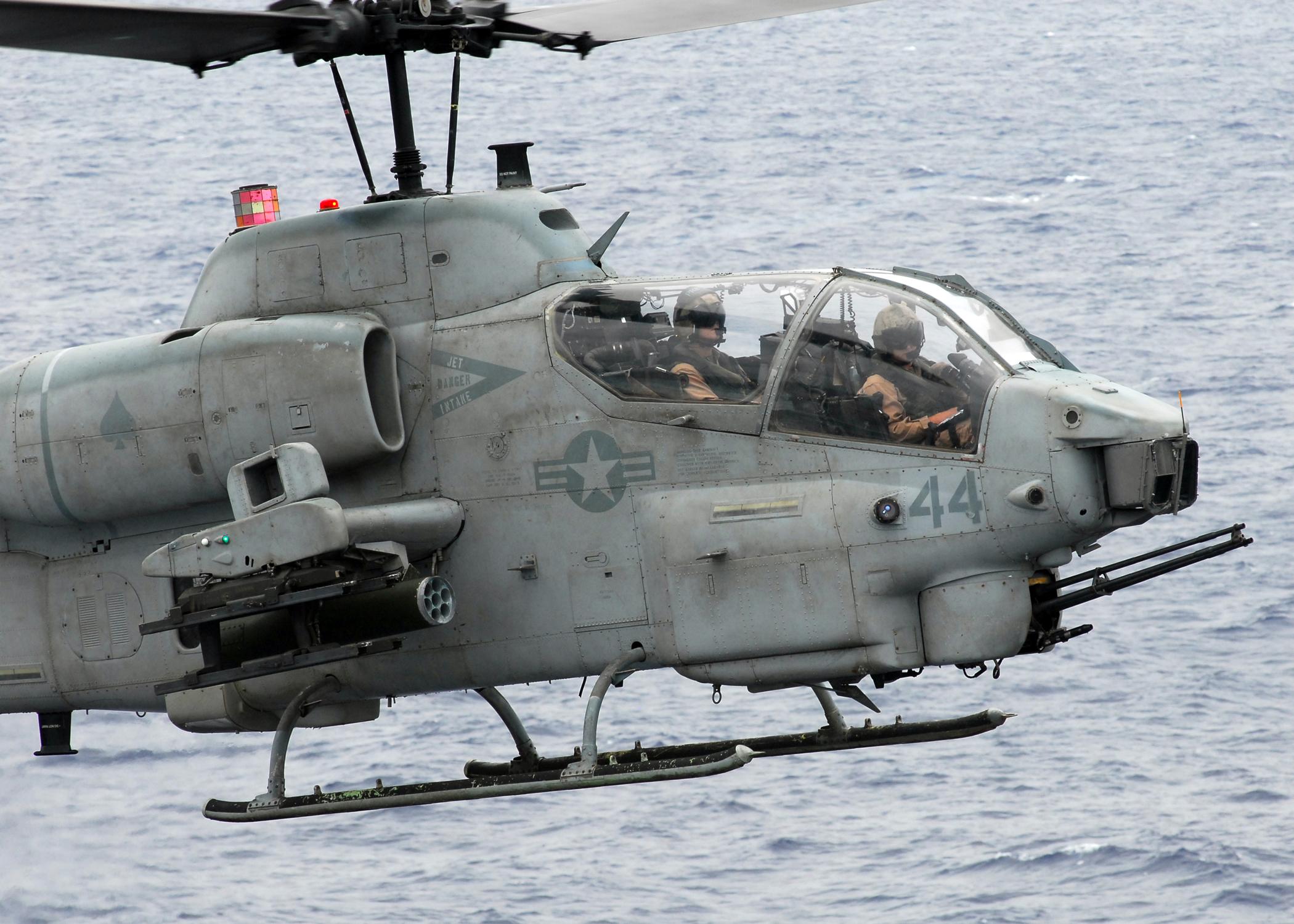 US_Navy_081017-N-2183K-062_An_AH-1W_Supe