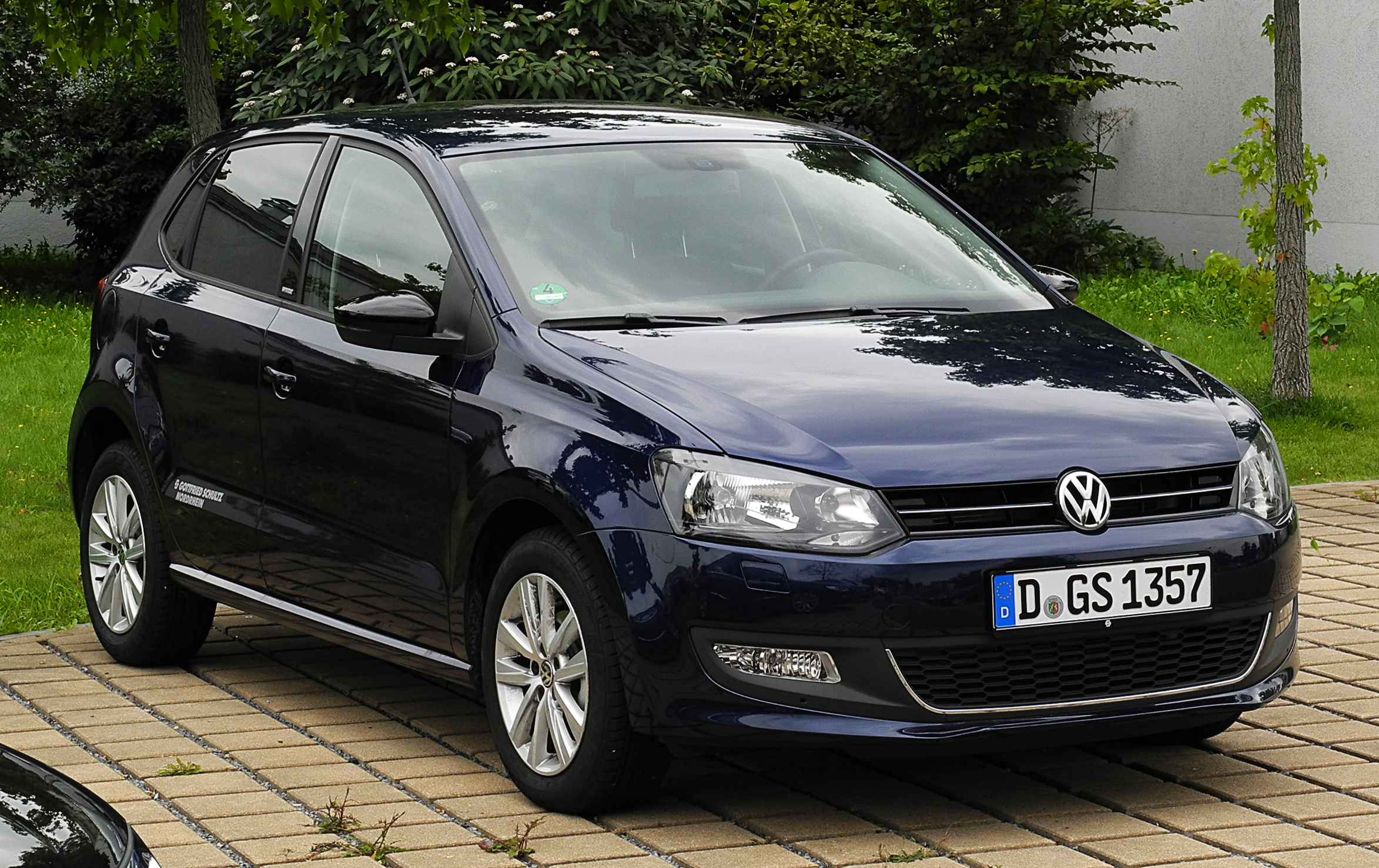 file vw polo style v frontansicht 1 30 august 2011 d wikimedia commons. Black Bedroom Furniture Sets. Home Design Ideas