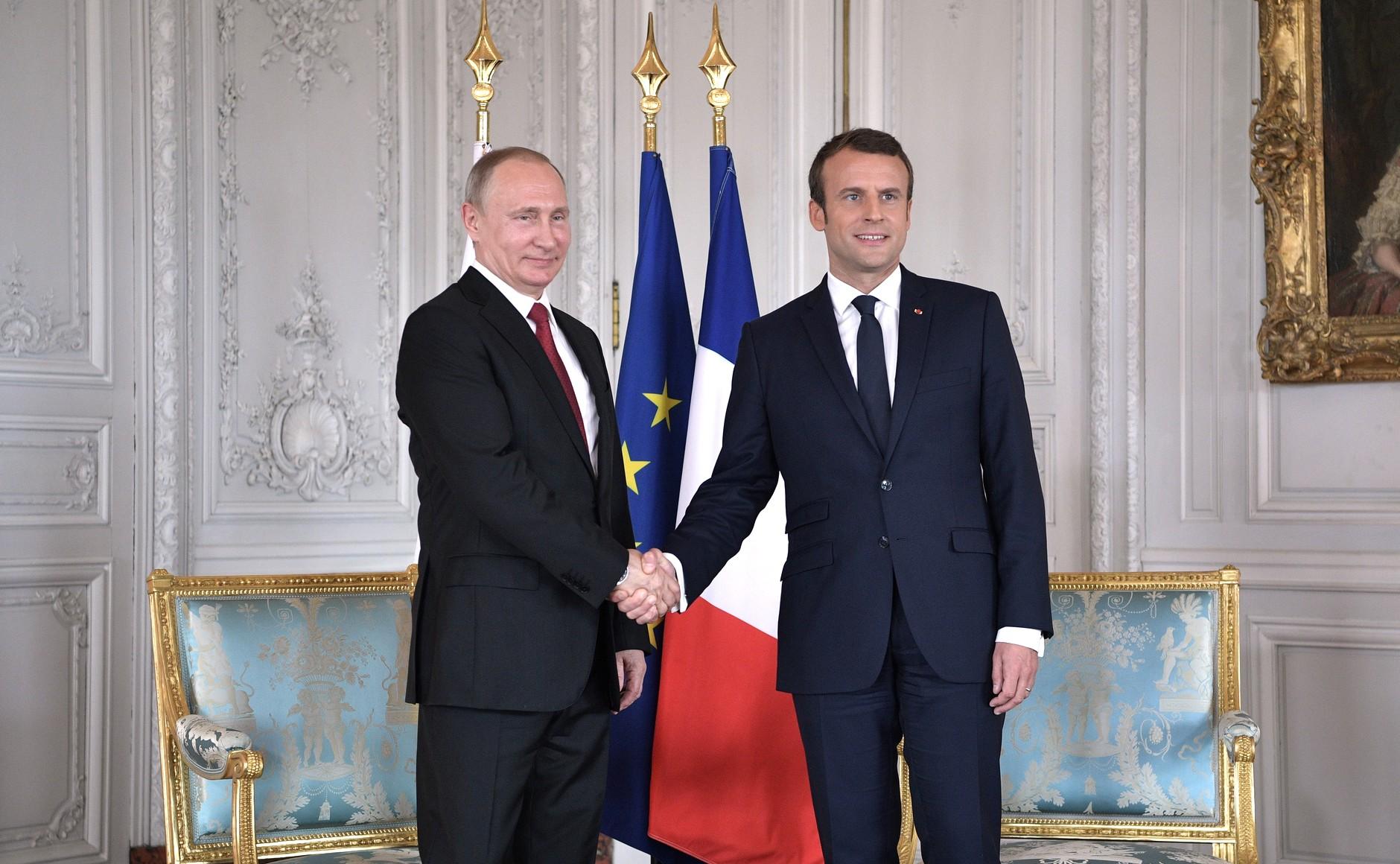 File:Vladimir Putin and Emmanuel Macron (2017-05-29) 04.jpg - Wikimedia Commons