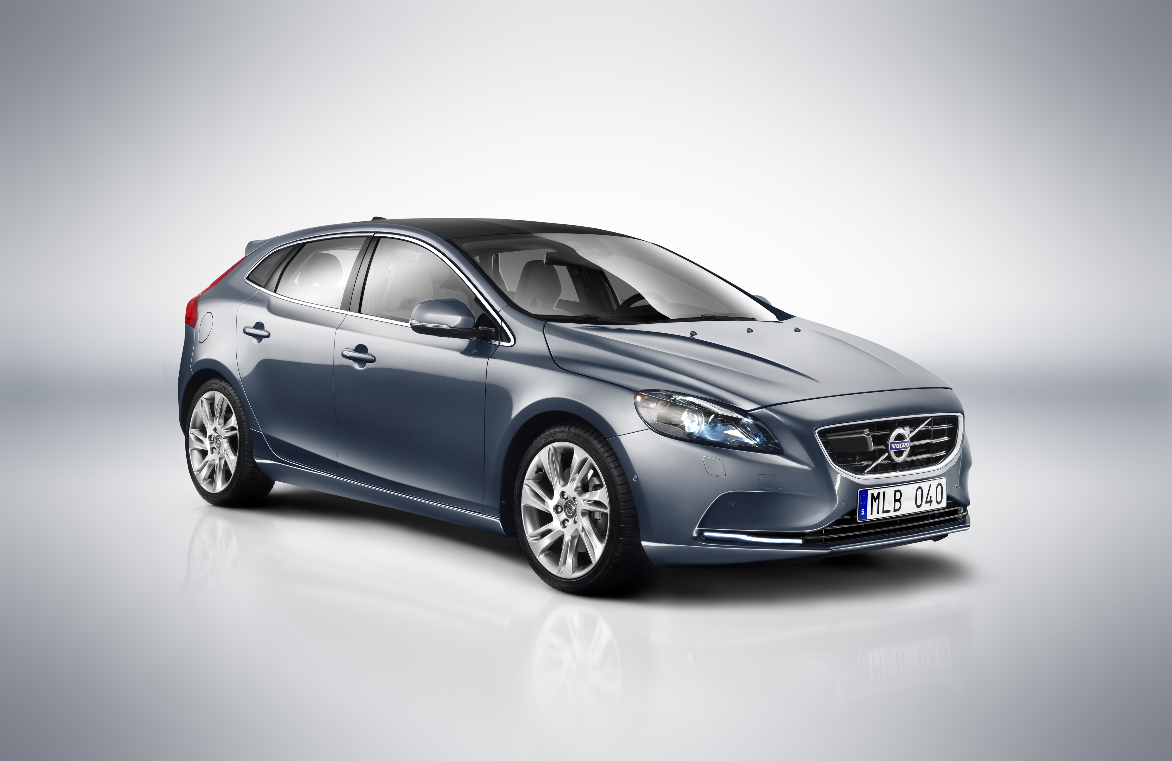 File Volvo V40 2012 Id42221 280212 Jpg Wikimedia Commons