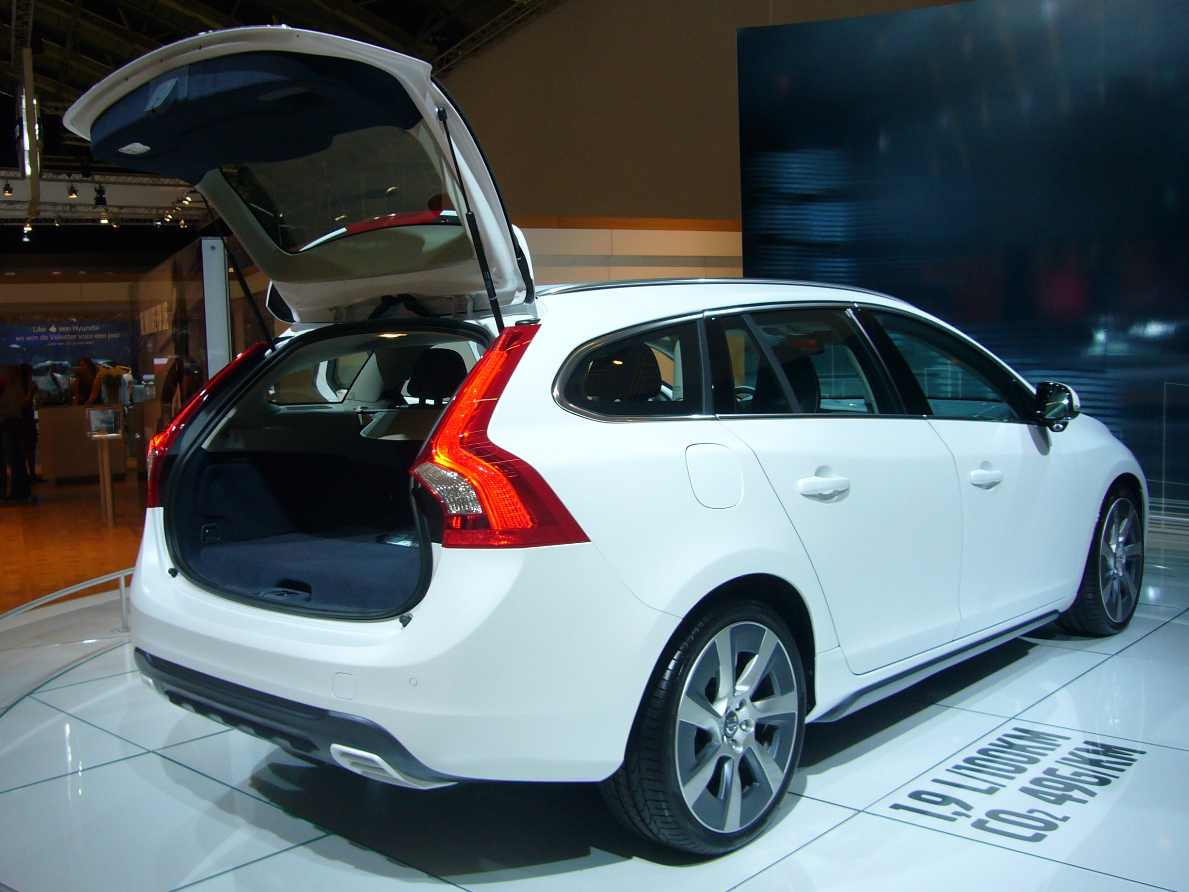 file volvo v60 plug in hybrid rear quarter jpg wikimedia commons. Black Bedroom Furniture Sets. Home Design Ideas