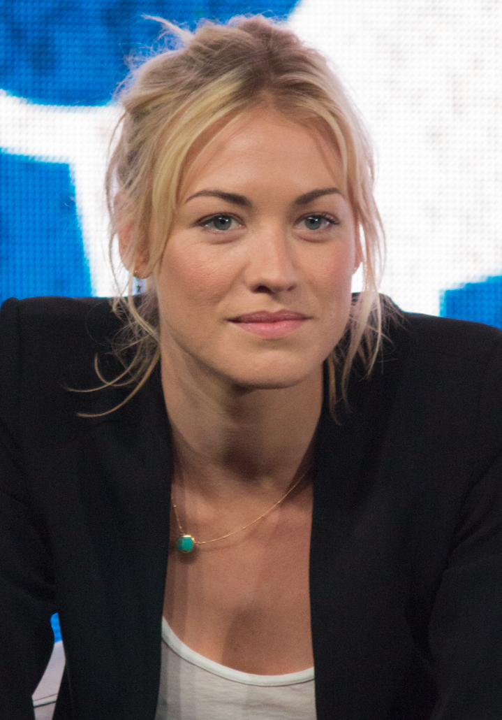 The 35-year old daughter of father Piotr Strzechowski and mother Bożena Strzechowski , 176 cm tall Yvonne Strahovski in 2018 photo