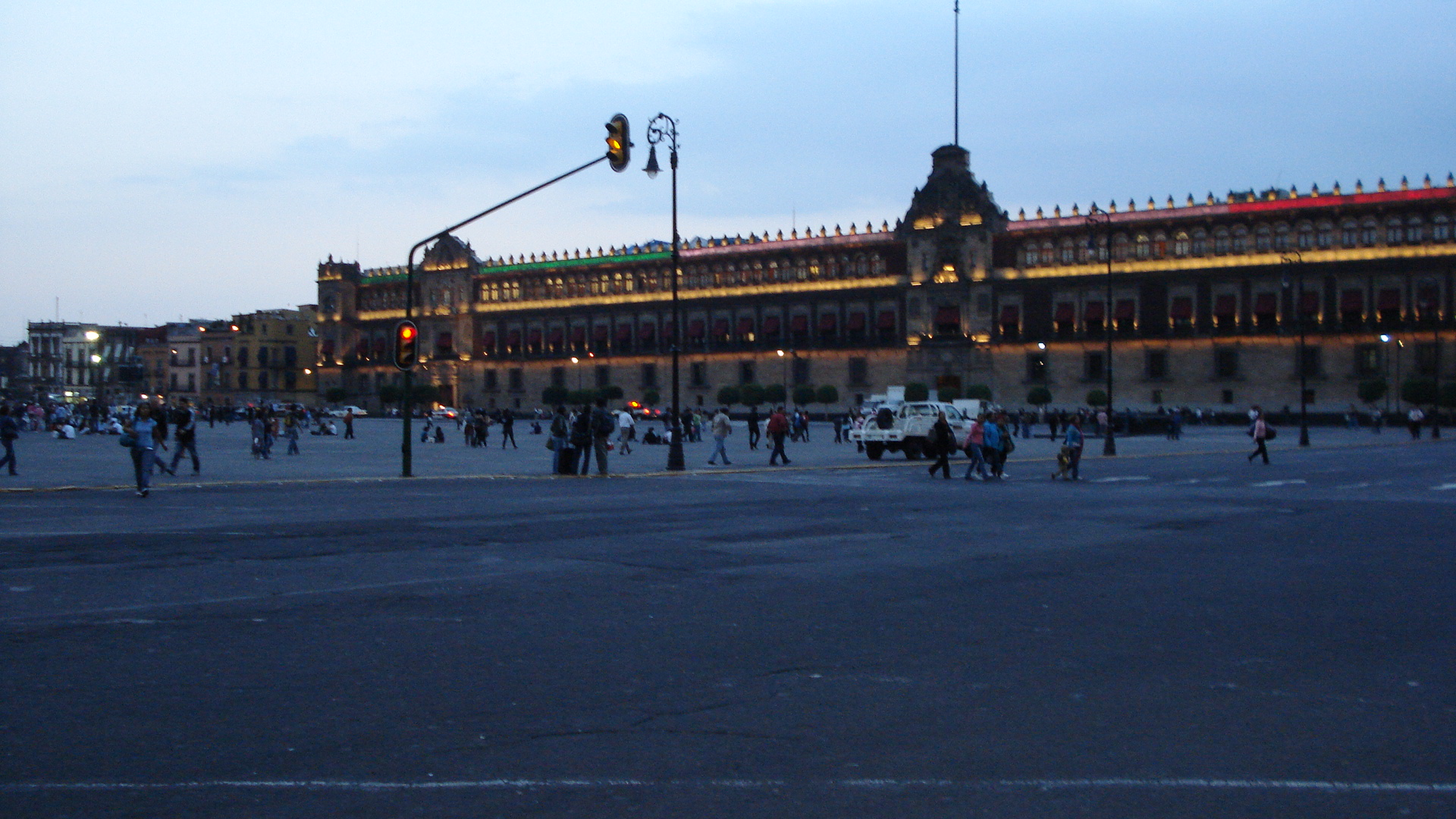 File:Zocalo de México.JPG - Wikimedia Commons