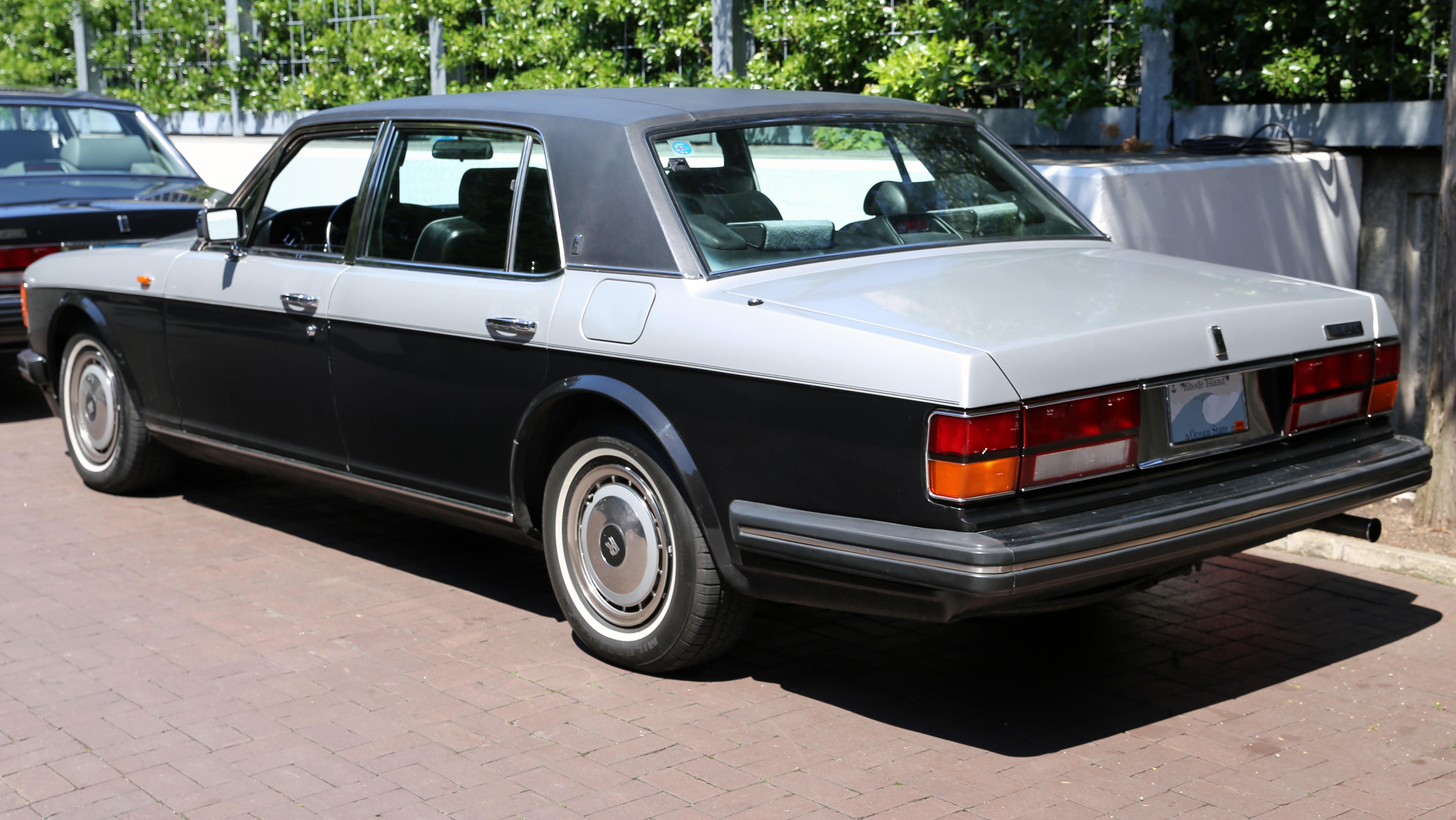 File1991 Rolls Royce Silver Spur II Rear