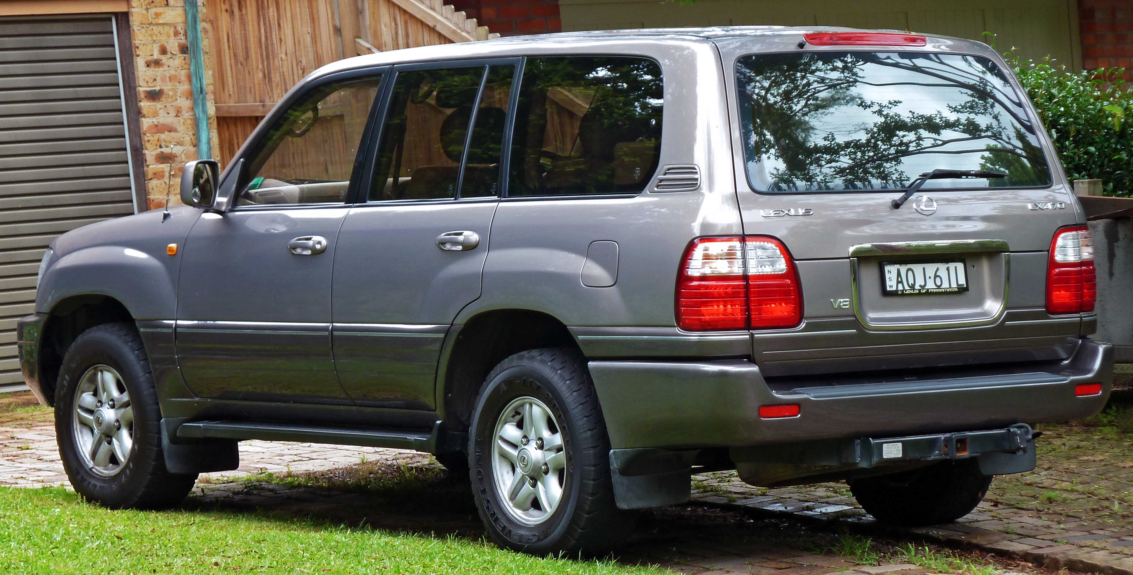 File1998 2002 lexus lx 470 uzj100r wagon 04g wikimedia commons file1998 2002 lexus lx 470 uzj100r wagon 04g publicscrutiny Gallery