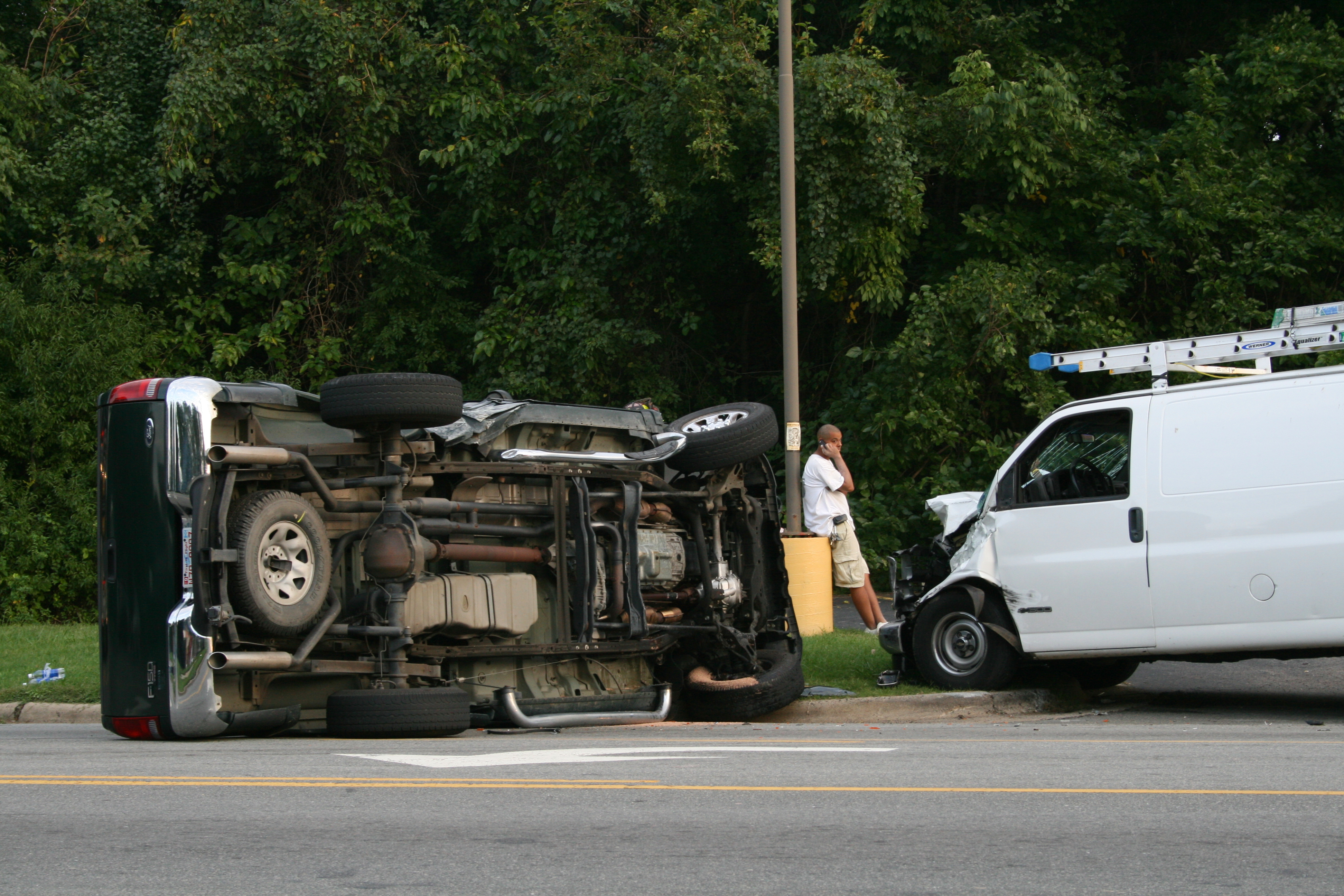 File 2008 09 17 Ford F 150 And Chevy Express 1500 Crashed