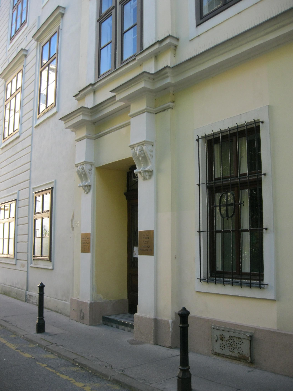 AT-4519 Pfarrhof St. Leopold 03.JPG