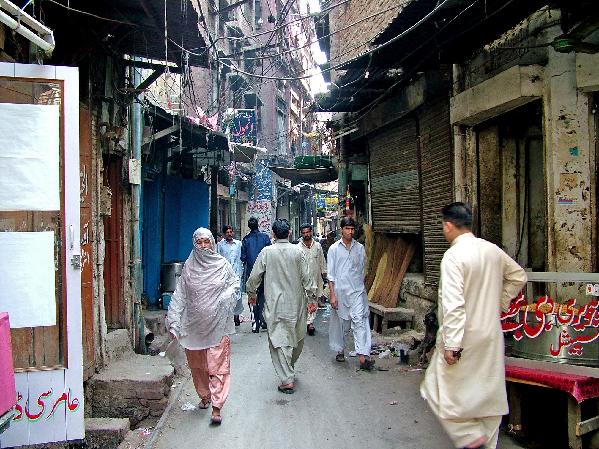 File:A street inside slum of Lahore Pakistan jpg - Wikimedia
