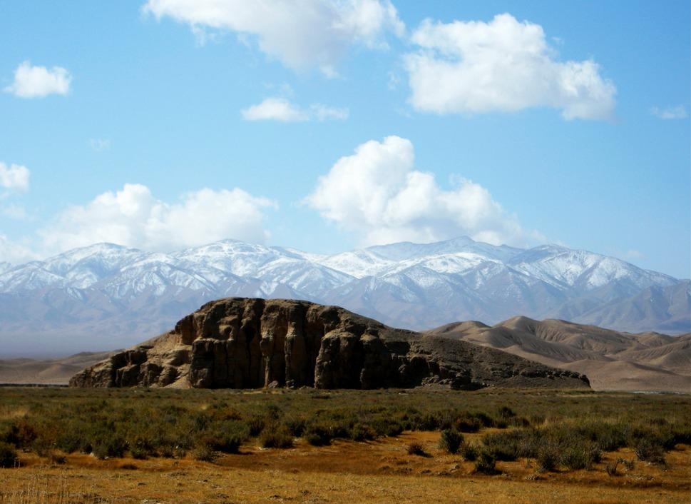 Altyn Tagh grassland and snow.jpg