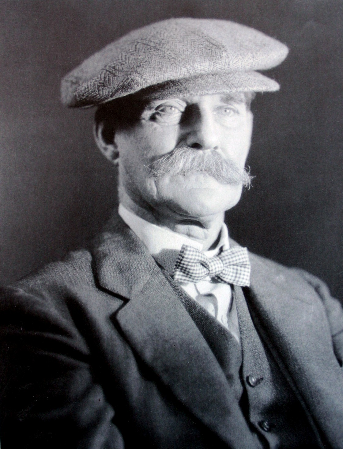 Image of Arthur Elliott from Wikidata