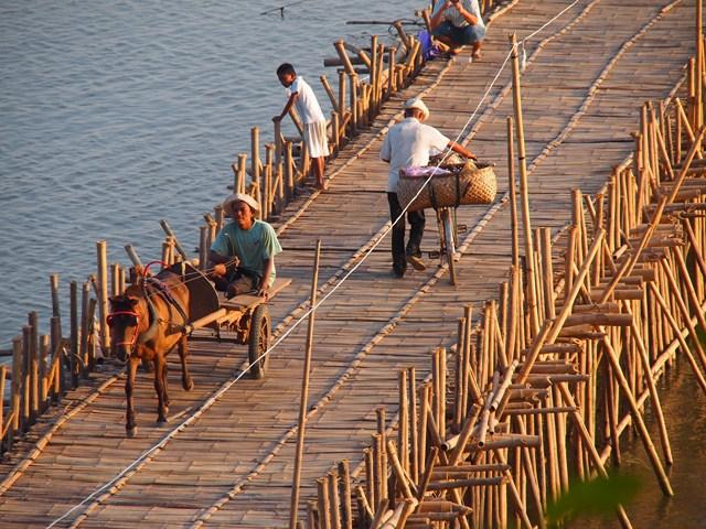 Kampong Cham Cambodia  city photos : Bamboo bridge Kompong Cham, Cambodia 2011 1 Wikimedia ...