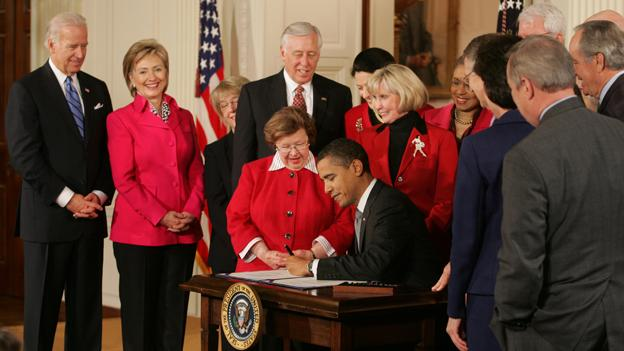 Barack Obama signs Lilly Ledbetter Fair Pay Act of 2009 1-29-09.jpg