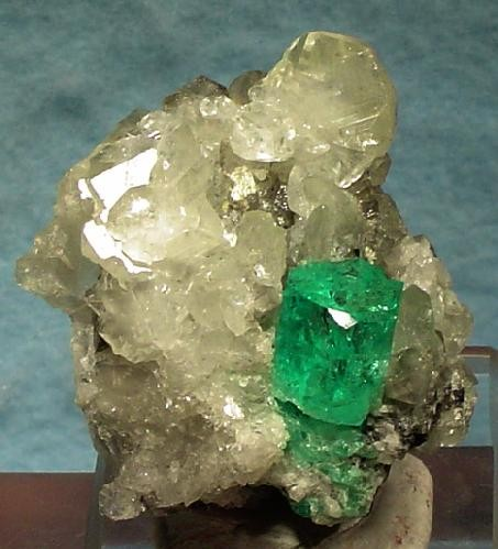 File:Beryl-Calcite-168828.jpg