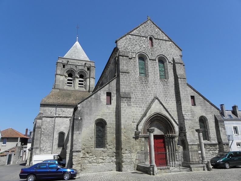 Façade occidentale de l'église Notre-dame de Bruyères-et-Montbérault (02).
