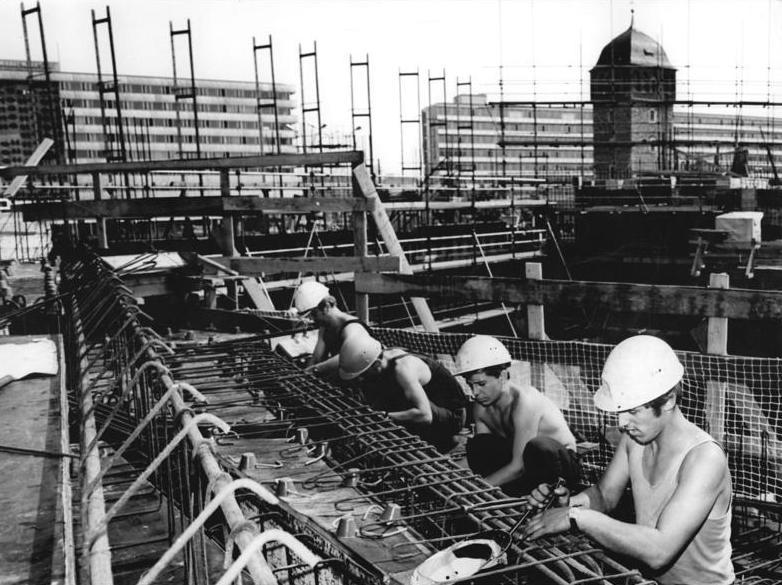 Bauarbeiter zeichnung  Bauberuf – Wikipedia