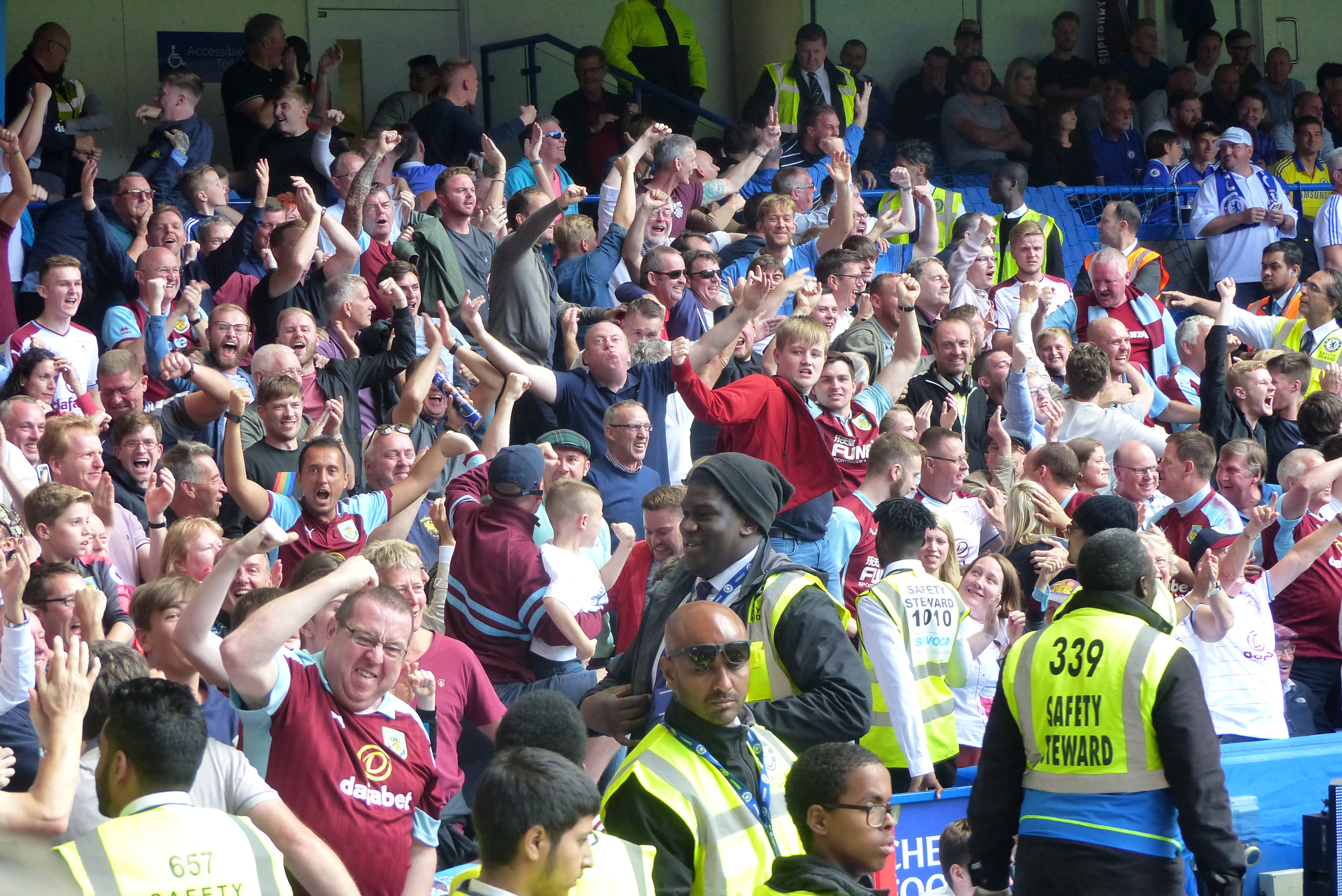 Burnley Football Club BFC Blue//Claret UK Flag Union Jack The Clarets Turf Moor