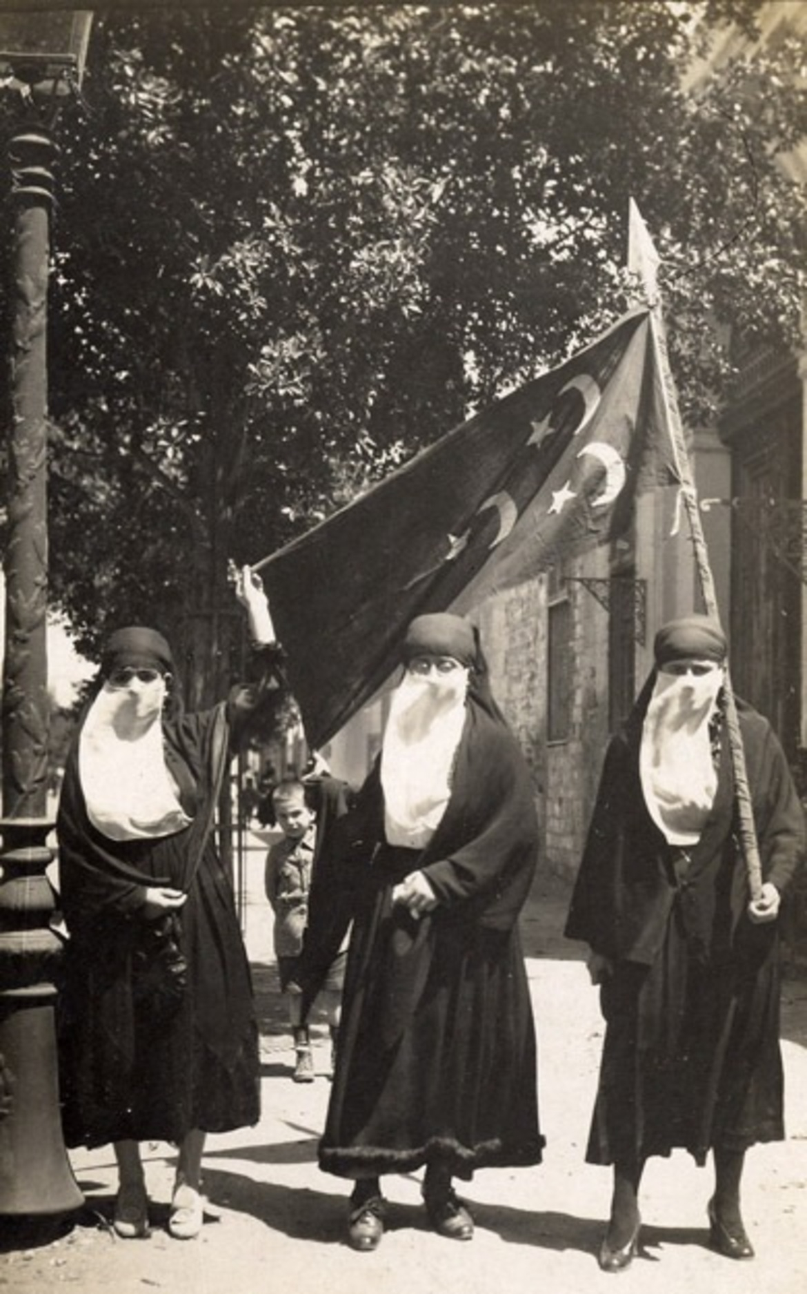 Female nationalists demonstrating in Cairo, 1919