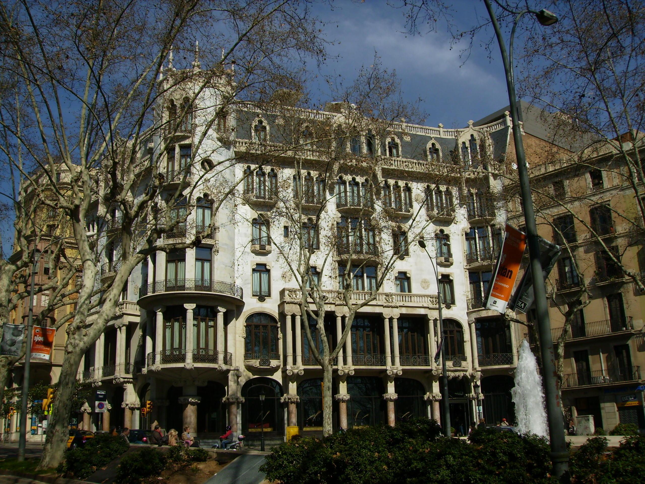 Casa Fuster - Source: Wikipedia  Font: Puigalder