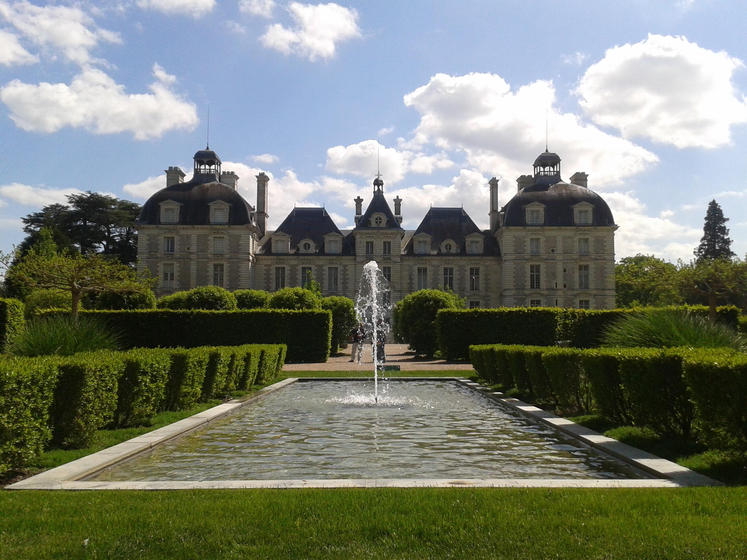 Fichier:Chateau de Cheverny depuis les jardins (2012-05-12).jpg ...