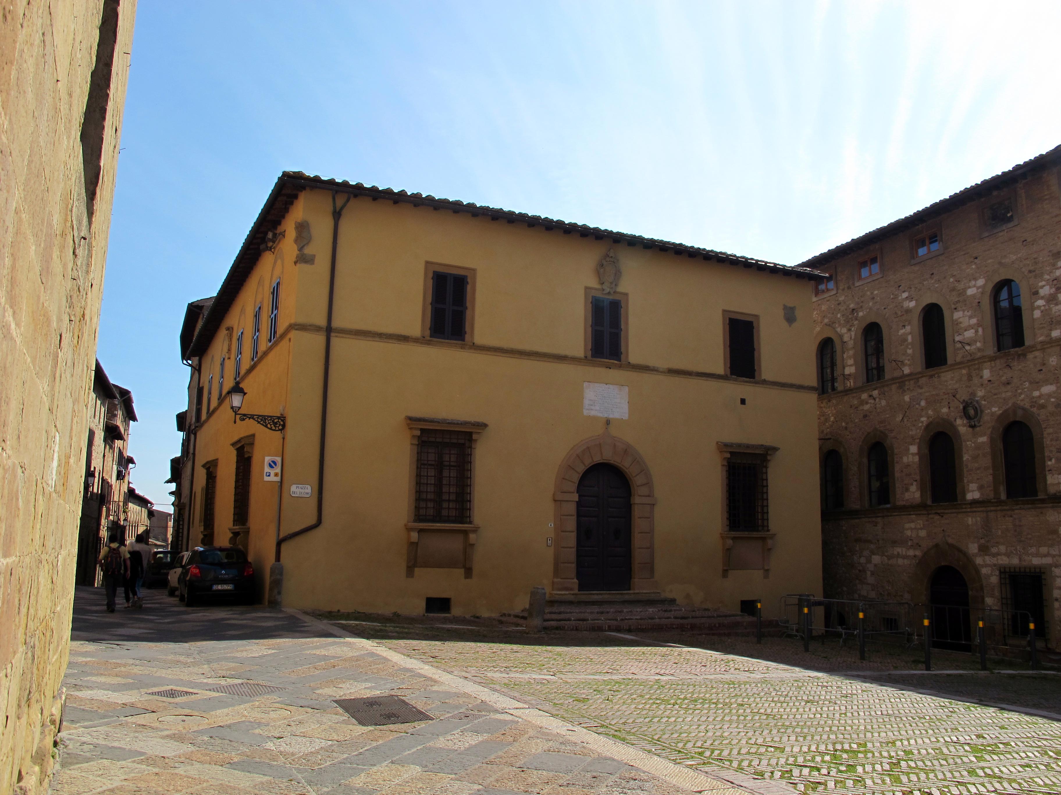 Colle, palazzo in piazza del duomo, 01.JPG