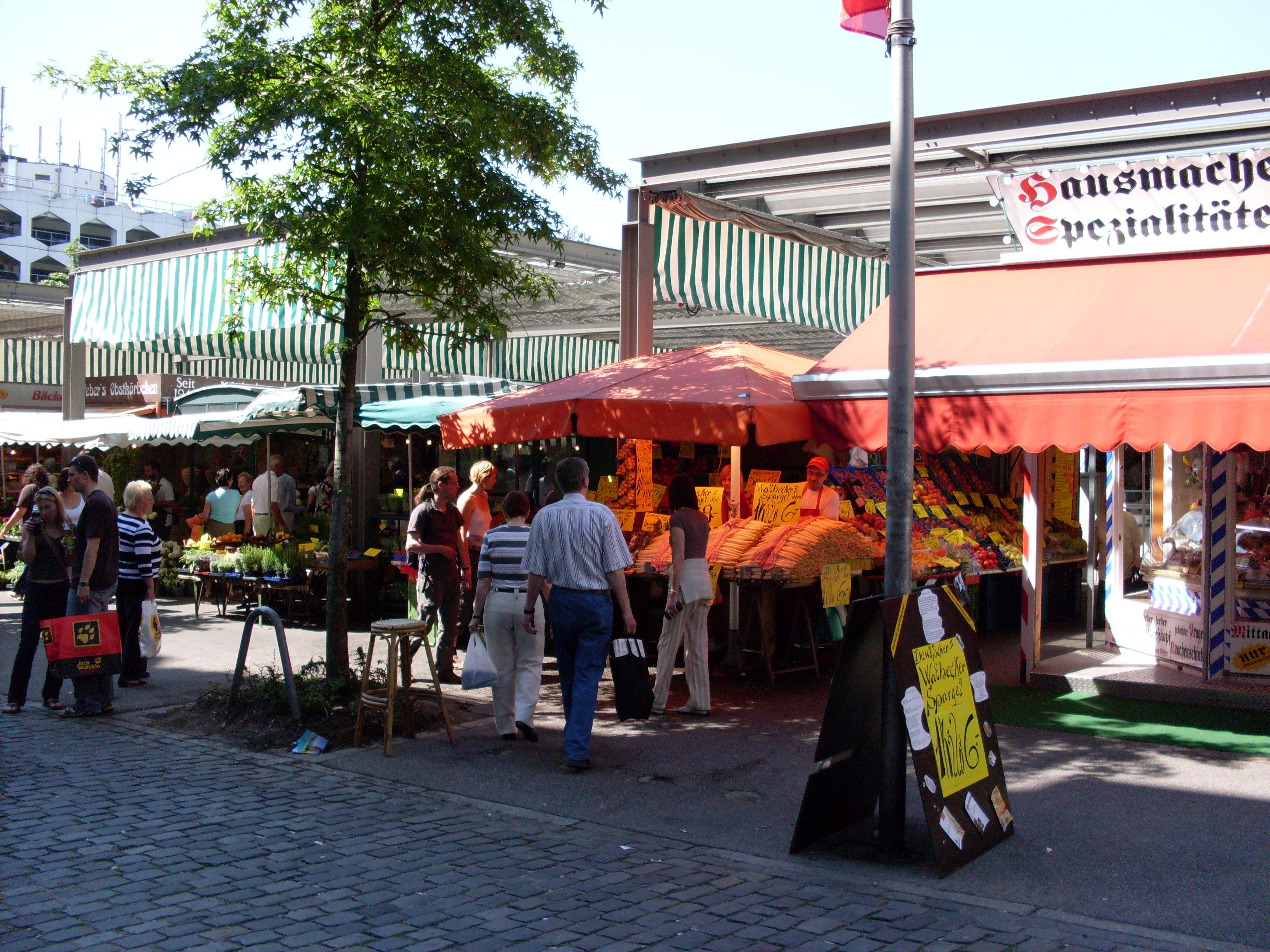 Markt auf dem Carlsplatz the local market