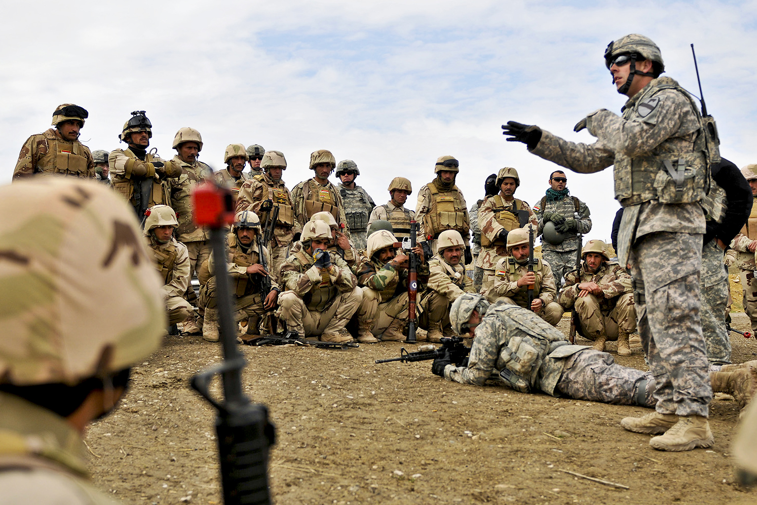 http://upload.wikimedia.org/wikipedia/commons/5/58/Defense.gov_News_Photo_110202-A-8572M-042_-_U.S._Army_Sgt._Kevin_Murphy_right_instructs_Iraqi_army_soldiers_on_individual_movement_techniques_during_a_class_at_the_Ghuzlani_Warrior_Training.jpg