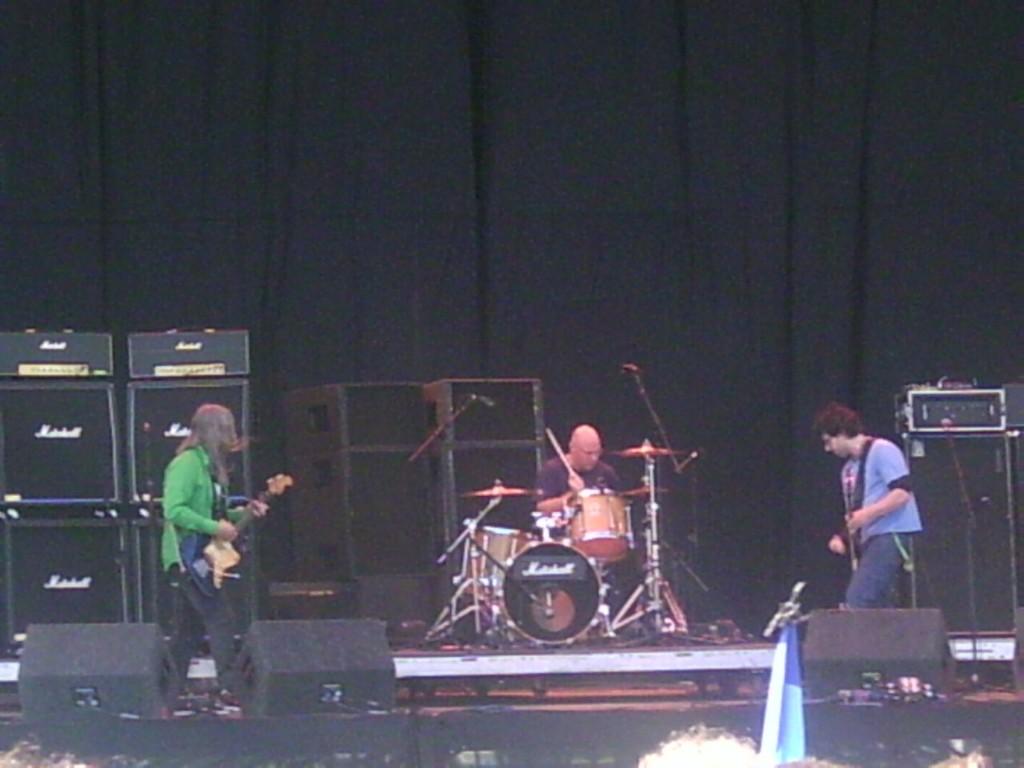 Dinosaur Jr, Leeds Festival 2005 (1).jpg