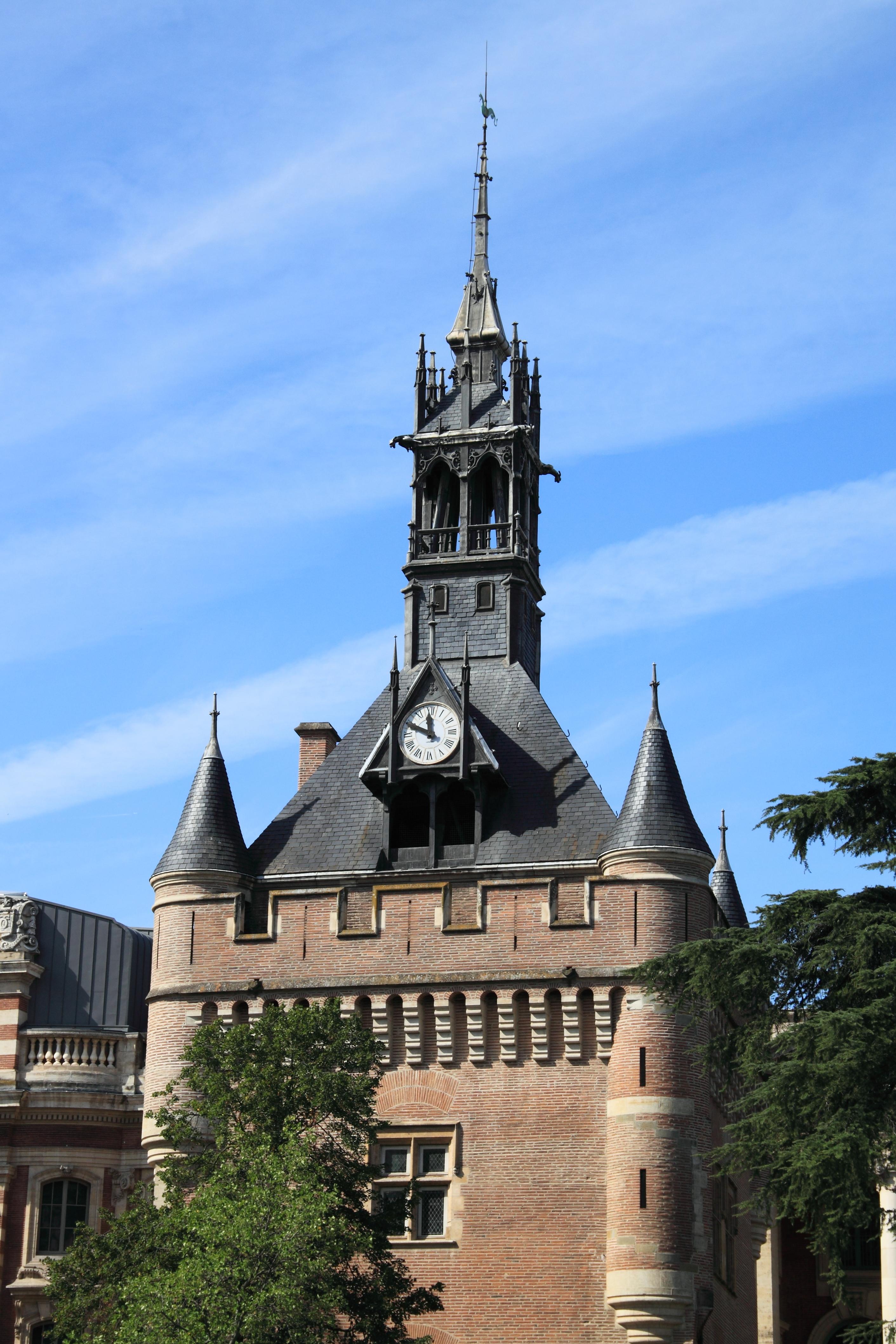 File:Donjon du Capitole de Toulouse, verticale.JPG - Wikimedia Commons