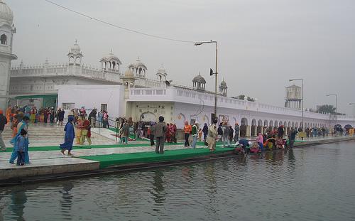 File:Dukh Nivaran Sarovar.jpg