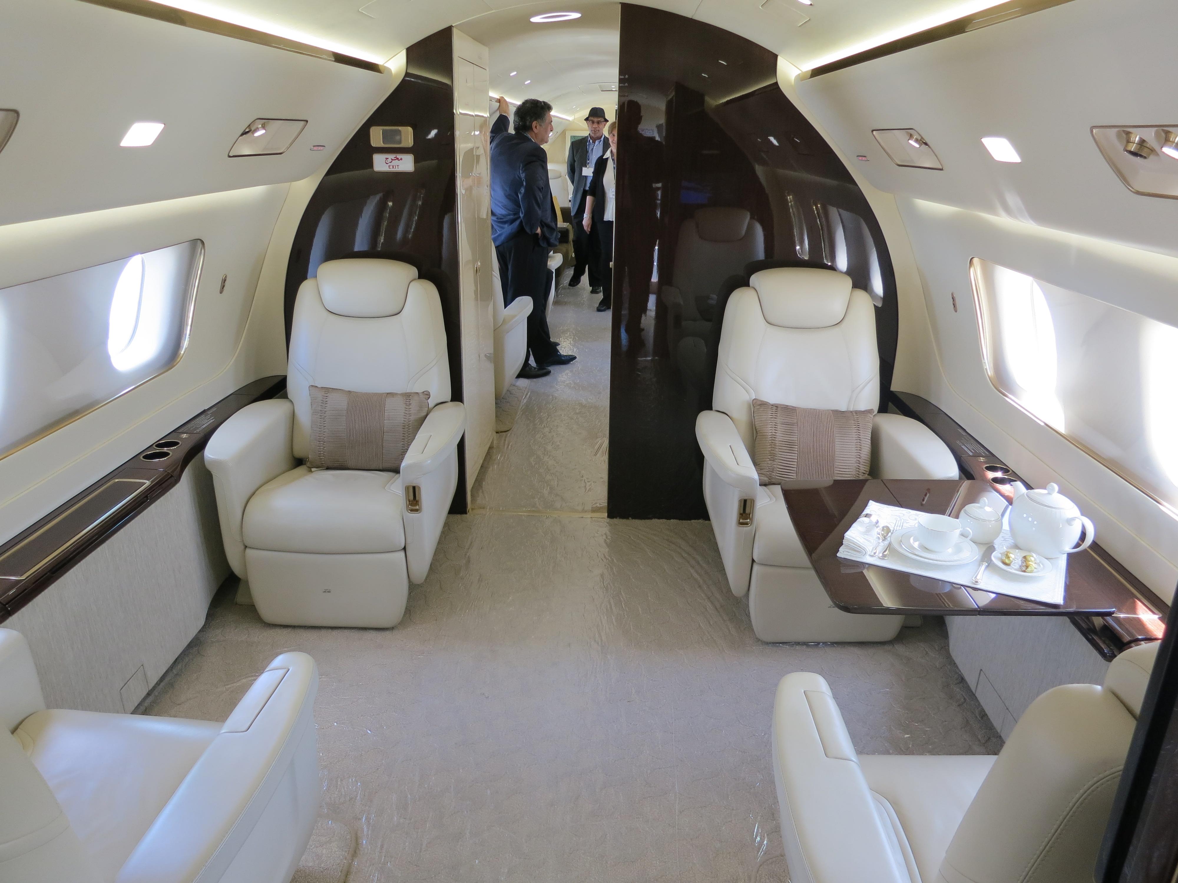 File embraer lineage 1000 interior forward cabin jpg wikimedia - File Embraer Lineage 1000 Interior Forward Cabin Jpg
