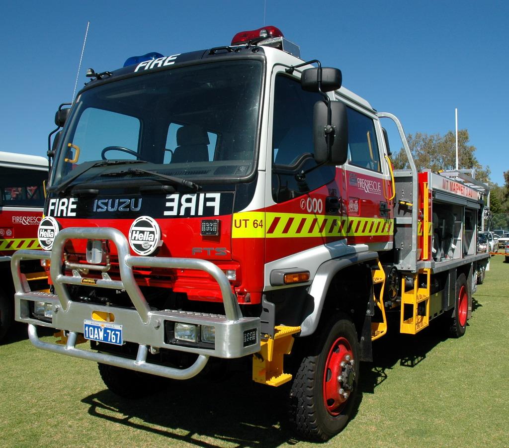 Basé sur l'ordre alphabétique, des noms de voitures, camions, dragsters, vélos, motos, tracteurs, bref tout ce qui roule !... - Page 4 FESA_Fire_Truck_UT64