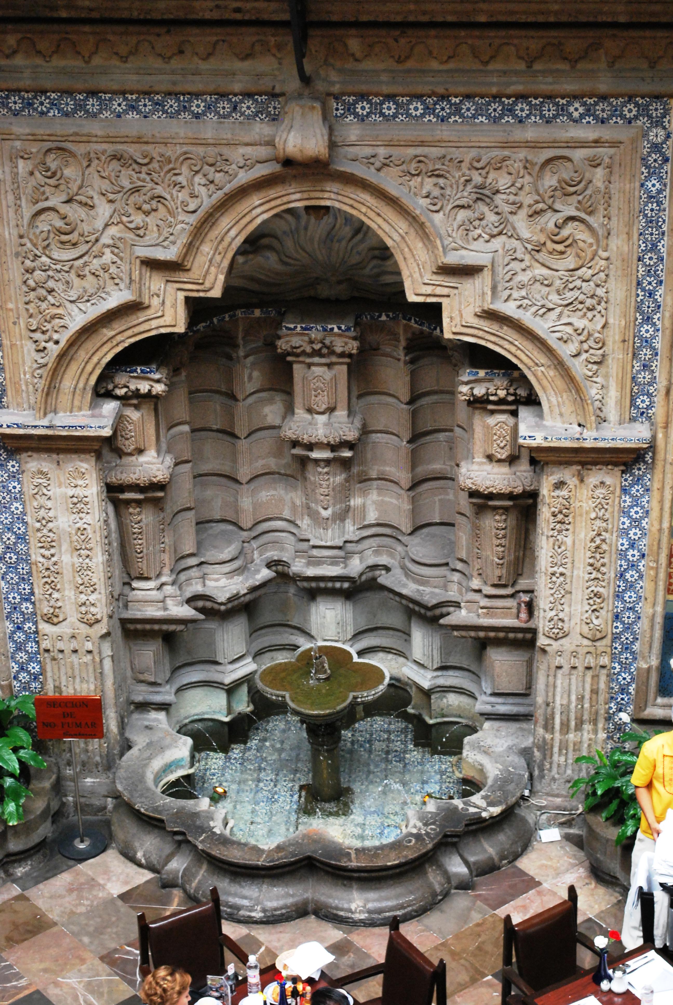 Casa De Azulejos Of File Fuente En La Casa De Los Wikimedia Commons